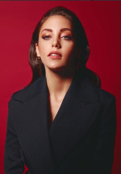 Турецкая актриса Акын Акынозю